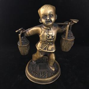 童子挑财铜摆件