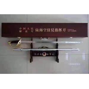 国庆臻藏三军仪仗队指挥刀