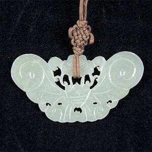 C14清《蝴蝶形玉挂件》(北京文物公司旧藏、纯手工雕刻,包浆丰厚,)