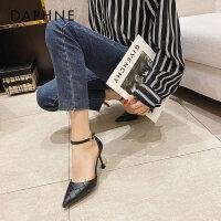 达芙妮包头高跟鞋职业气质2021年春新款尖头时尚一字扣带单鞋