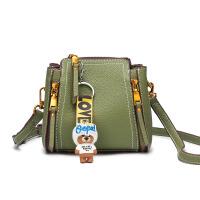 chic斜挎包女小包包2018新款韩版百搭单肩包时尚女包手提包水桶包 绿色 送小熊挂饰