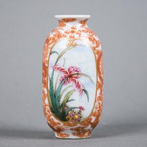 Z112清《粉彩矾红龙纹花鸟安居乐业瓶》(小巧精致、釉色纯正、胎体工整、图案寓意美好吉祥。)