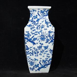 C1222清《青花花鸟纹方口瓶》(此青花瓶器型别致,色泽艳丽,包浆丰润,保存完整,底款:大清乾隆年制。配精美锦盒。)