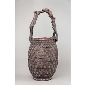 X414 明《竹编花篓》(色泽古雅,器型精美,简单大方的编织手法给人以高贵典雅之感,花篓提手由天然树枝交错编织而成,送精美锦盒)