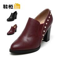 达芙妮集团 鞋柜 时尚铆钉高跟粗跟女鞋性感尖头粗跟套脚女鞋单鞋