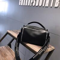 女包手提包2017新款欧美时尚百搭单肩包斜挎包潮流个性铆钉机车包
