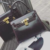 亮皮包2018新款女包新款亮黑铂金包斜挎单肩包女锁扣手提小包