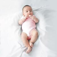婴儿连体衣服宝宝新生儿季0岁7个月季薄款三角长袖哈衣新年