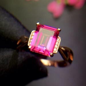 天然粉托帕戒指.