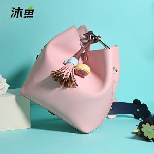 沐鱼女包包2018夏季新款韩版潮斜挎单肩包时尚大容量水桶通勤包