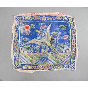 C158清《文官补子》(此件拍品为清朝一品文官员补子。补子乃是朝服胸前后背的刺绣织物,为明清官服饰制度的一个重要特征。)