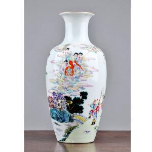 S183清《粉彩人物赏瓶》(器型规范、釉色纯正、胎体工整、线条流畅,图案唯美生动。)